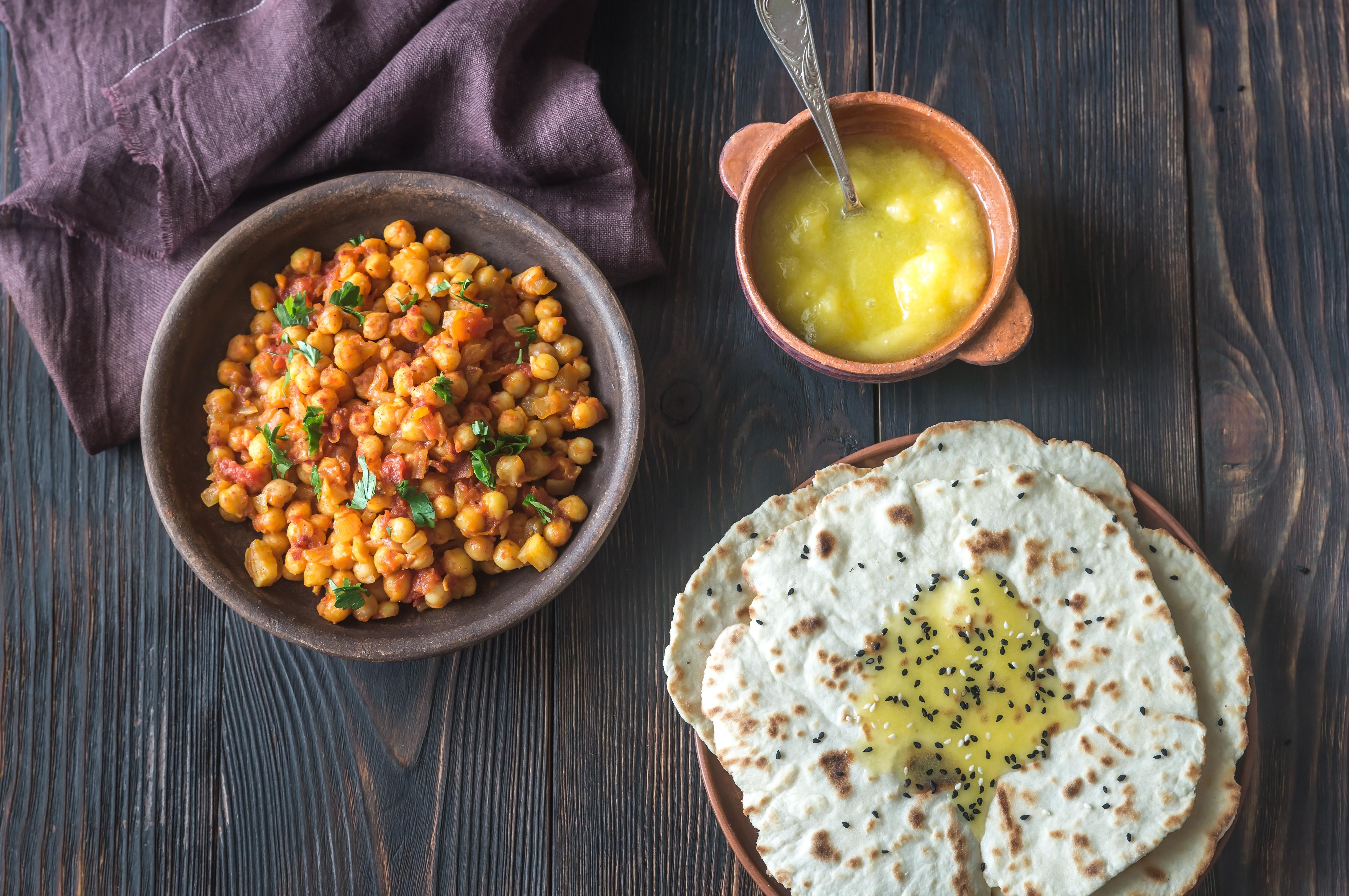 Bowl of chana masala with flatbread Cuisine Canvas