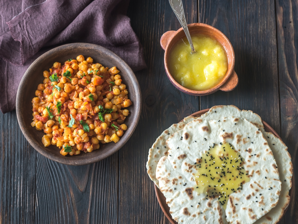 Bowl of chana masala with flatbread Cuisine Canvas